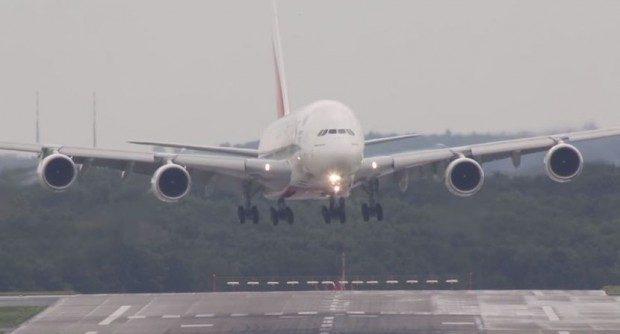 sletanje-aviona-Dizeldorf-piloti-620x350